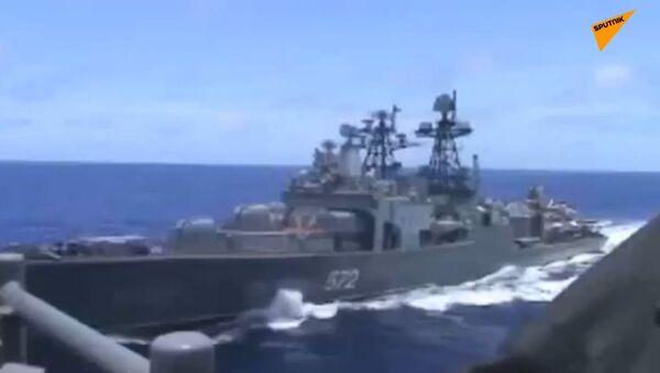 Ruské a americké válečné lodě se skoro srazily. Strany se navzájem obviňují - Sputnik Česká republika