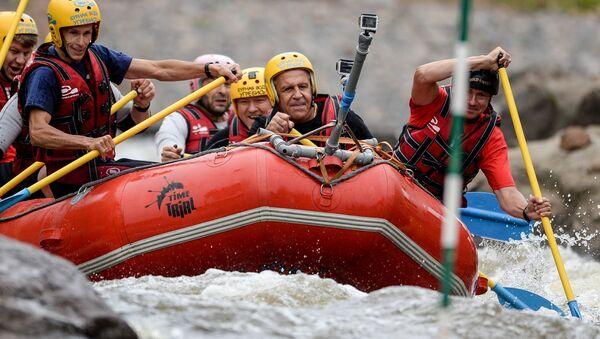 Ruský ministr zahraničí Sergej Lavrov otevřel v pátek 28. srpna centrum slalomu na divoké vodě, které se stalo prvním regionálním centrem slalomu na divoké vodě v Rusku - Sputnik Česká republika