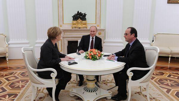 Vladimir Putin, Francois Hollande a Angela Merkelová - Sputnik Česká republika