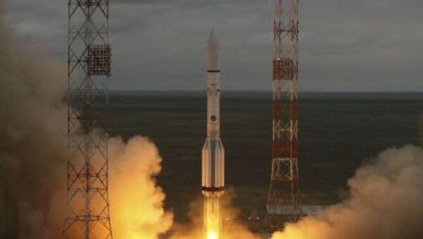 Start rakety Proton-M - Sputnik Česká republika