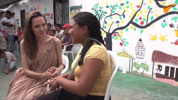 Vyslankyně OSN Angelina Jolie se setkala s venezuelskými migranty na kolumbijské hranici - Sputnik Česká republika