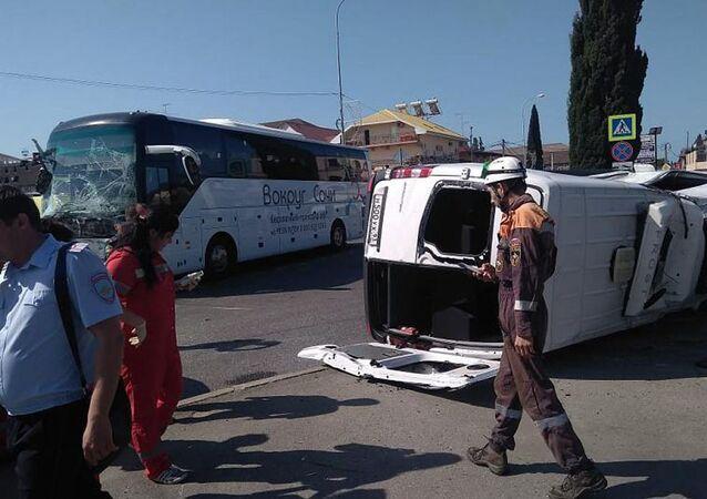 Místo nehody turistických autobusů v Soči