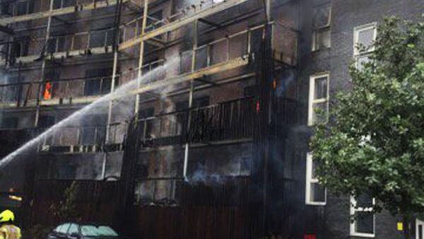 Obrovský požár v londýnském panelovém domě - Sputnik Česká republika