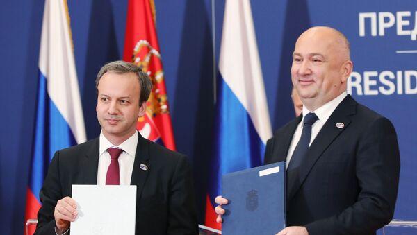 Předseda fondu Skolkovo Arkadij Dvorkovič a srbský ministr inovací a technologického rozvoje Nenad Popović - Sputnik Česká republika