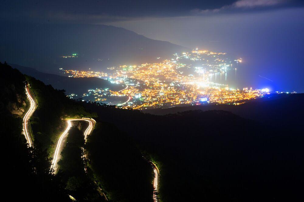 Pohled na Jaltu z hory Aj-Petri.