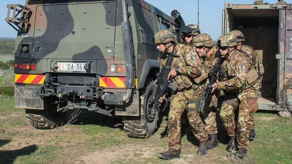 Italští vojáci během cvičení - Sputnik Česká republika