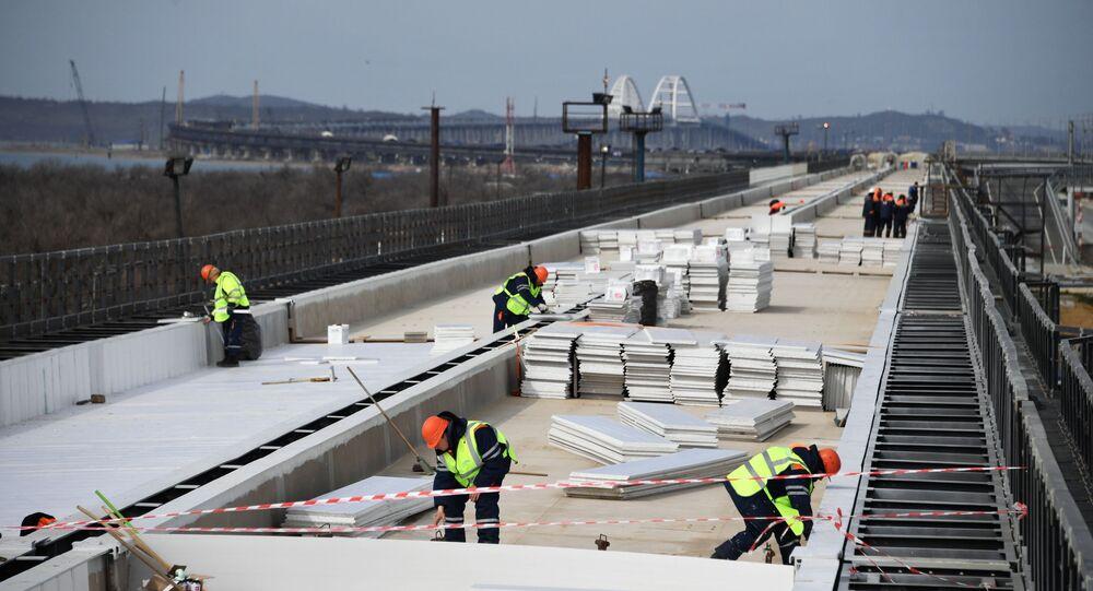 Stavba železniční části Krymského mostu