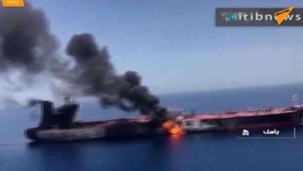 Torpédový útok na tankery u pobřeží Íránu: kdo na tom získá? - Sputnik Česká republika