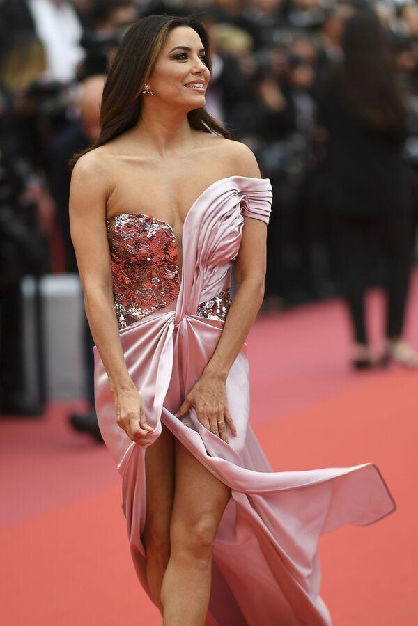 Americká herečka Eva Longoriová na červeném koberci 72. filmového festivalu v Cannes, 14. května 2019. - Sputnik Česká republika