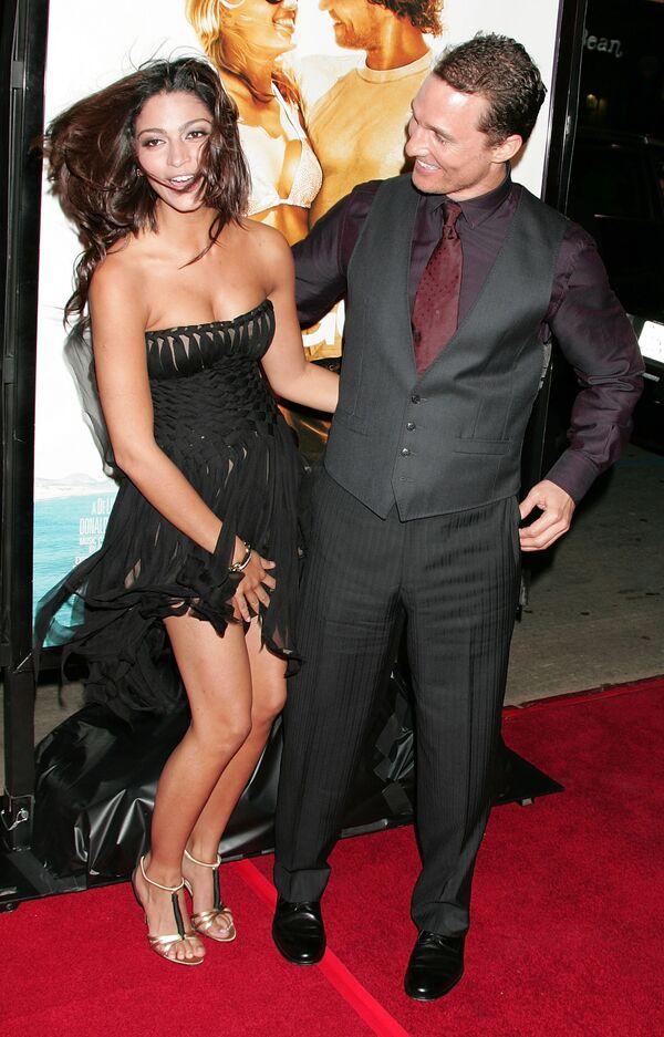 Herec Matthew McConaughey a modelka Camila Alves na premiéře filmu Bláznovo zlato v Hollywoodu. - Sputnik Česká republika
