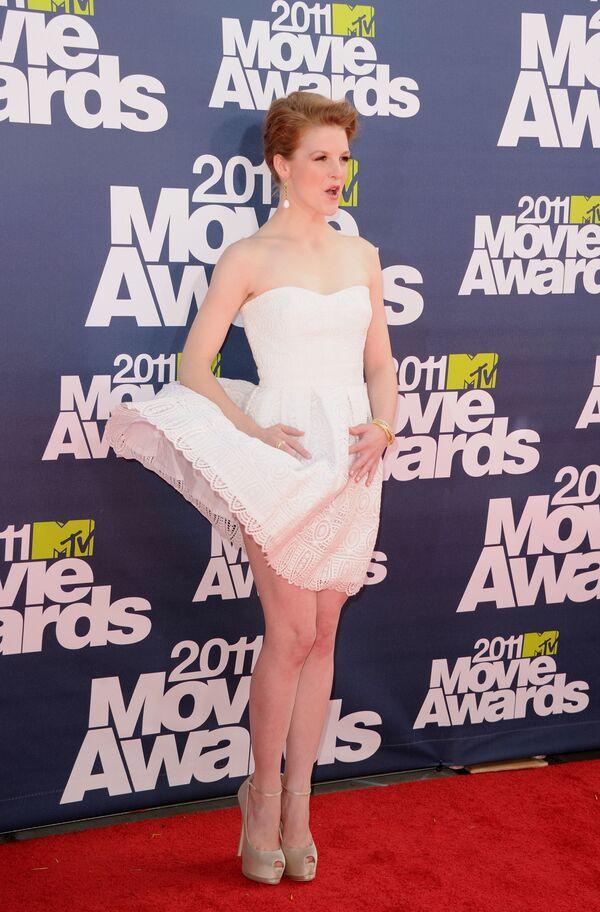 Herečka Ashley Bellová na červeném koberci MTV Movie Awards 2011 v Kalifornii. - Sputnik Česká republika