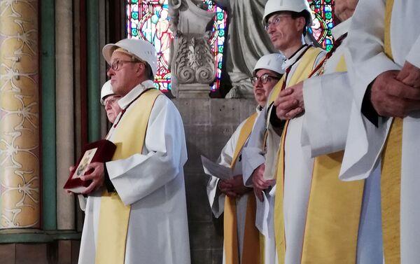 V Notre-Dame proběhla první služba po požáru  - Sputnik Česká republika
