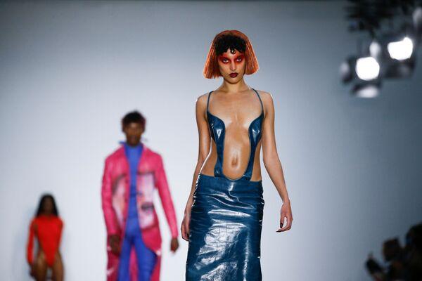 Přehlídka Fashion East na pánském týdnu módy v Londýně, Velká Británie - Sputnik Česká republika