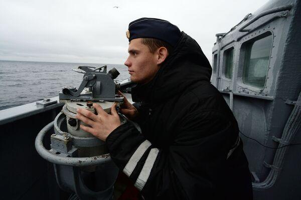Ruský námořník během společných cvičení ve vodách zálivu Petra Velikého. - Sputnik Česká republika