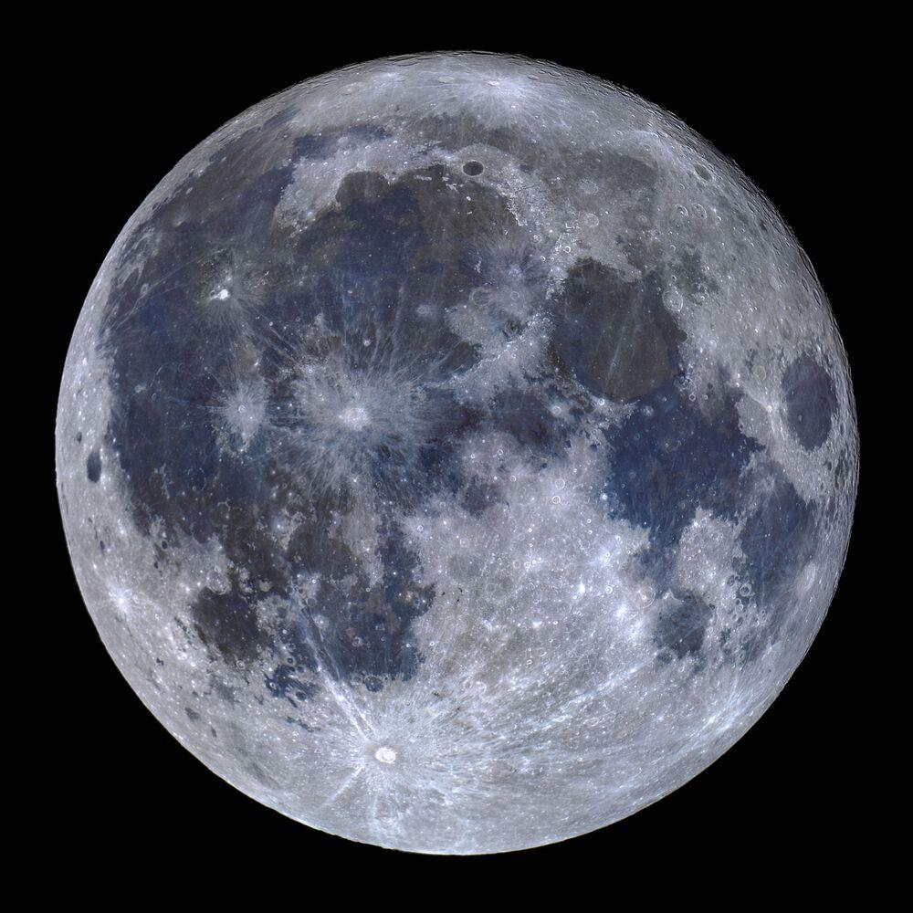 Snímek A Titanium Moon portugalského fotografa Miguela Claroa.