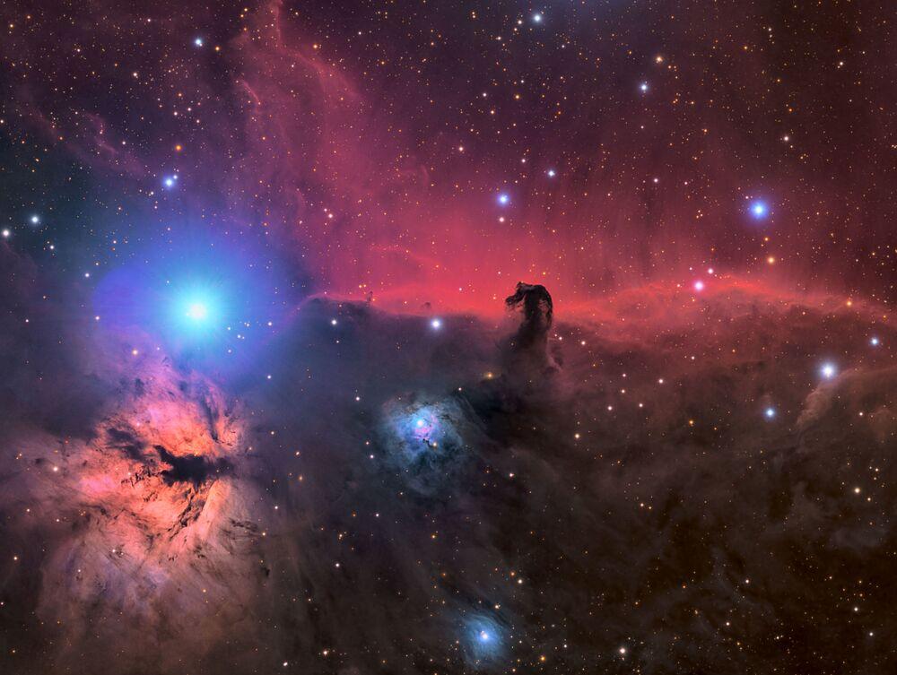 Snímek The Horsehead and Flame Nebula amerického fotografa Connora Matherneho.