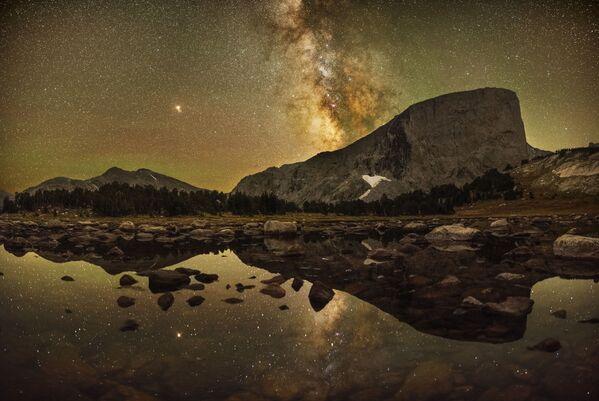 Snímek Reflections of Mount Hooker amerického fotografa Marca Tosa. - Sputnik Česká republika