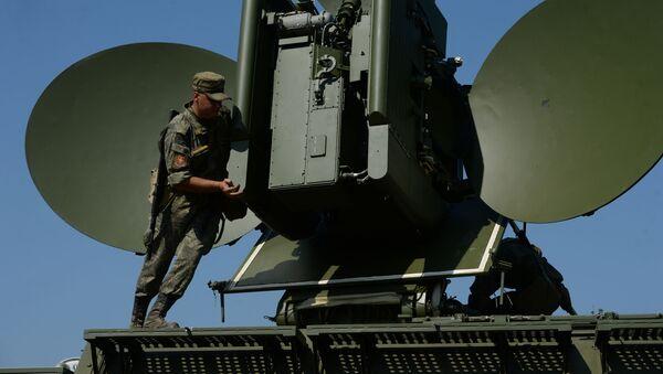 Nasazení pozemního multifunkčního interferenčního modulu při speciálních taktických cvičeních s elektronickými bojovými jednotkami centrálního vojenského obvodu - Sputnik Česká republika
