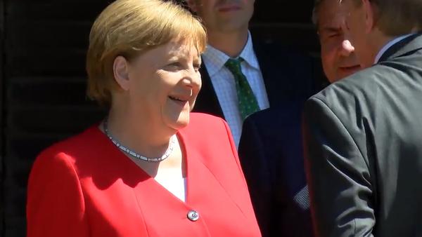 """""""Jak se cítíte?"""" Stav Merkelové poté, kdy se třásla na schůzce s prezidentem Ukrajiny Volodymyrem Zelenským (VIDEO)  - Sputnik Česká republika"""