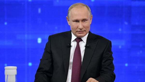 Ruský prezident Vladimir Putin během Přímé linky (dne 20. června 2019). - Sputnik Česká republika