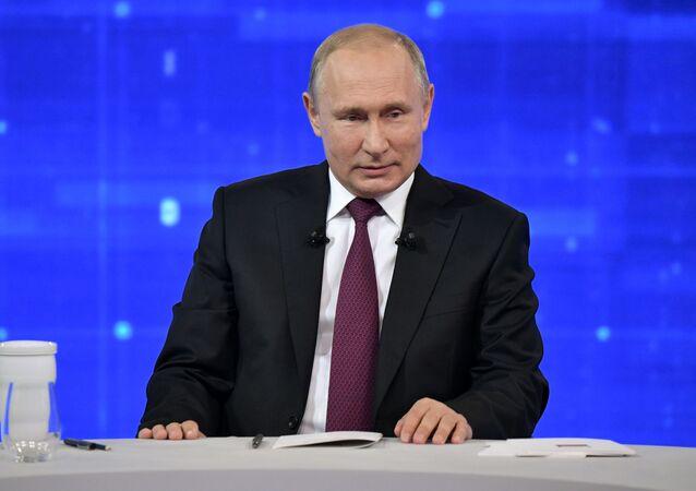 Ruský prezident Vladimir Putin během Přímé linky (dne 20. června 2019).