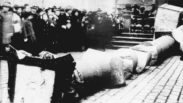 Mariánský sloup na Staroměstském náměstí v Praze, který byl zničen v roce 1918 - Sputnik Česká republika