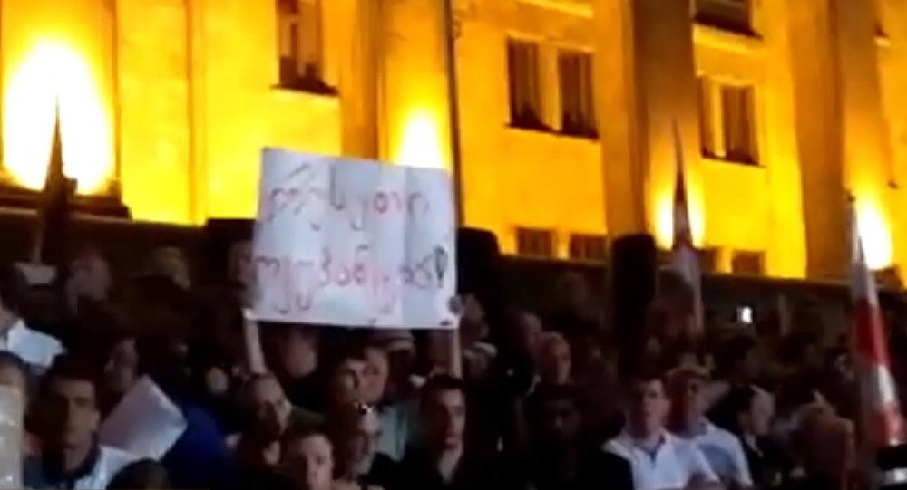 Noc bouřlivých protestů v Gruzii. Jak to ve skutečnosti bylo (VIDEO)