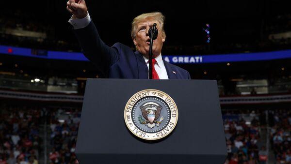Americký prezident Donald Trump vystupuje před svými stoupenci v Orlandu (dne 18. června 2019). - Sputnik Česká republika