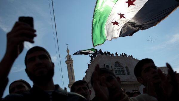Vlajka syrské opozice - Sputnik Česká republika