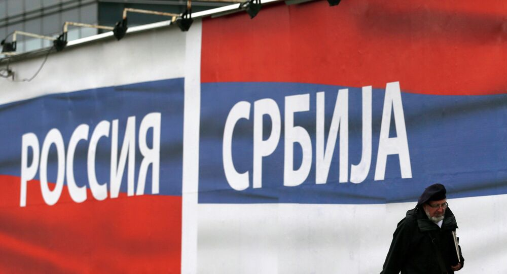Vlajky Ruska a Srbska v Bělehradě