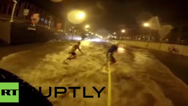 Surfování v ulicích Vladivostoku - Sputnik Česká republika