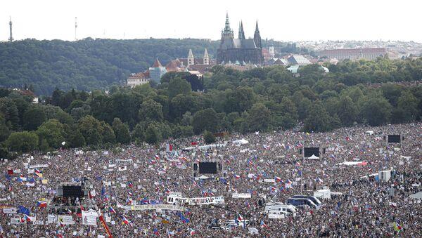 Protestní akce proti premiérovi Andreji Babišovi v Praze na Letné, 23. června 2019 - Sputnik Česká republika