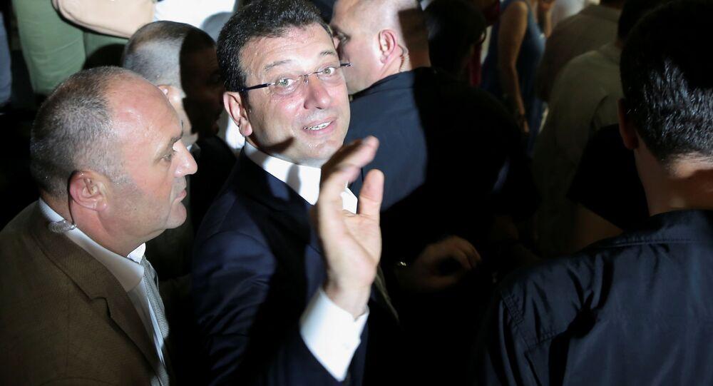 Kandidát za hlavní opoziční Republikánskou lidovou stranu Ekrem Imamoglu