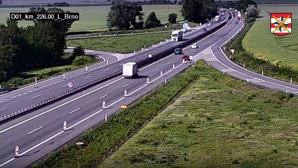 Dezorientace na dálnici. Řidič na D1 u Vyškova couval a pak se rozjel do protisměru - Sputnik Česká republika