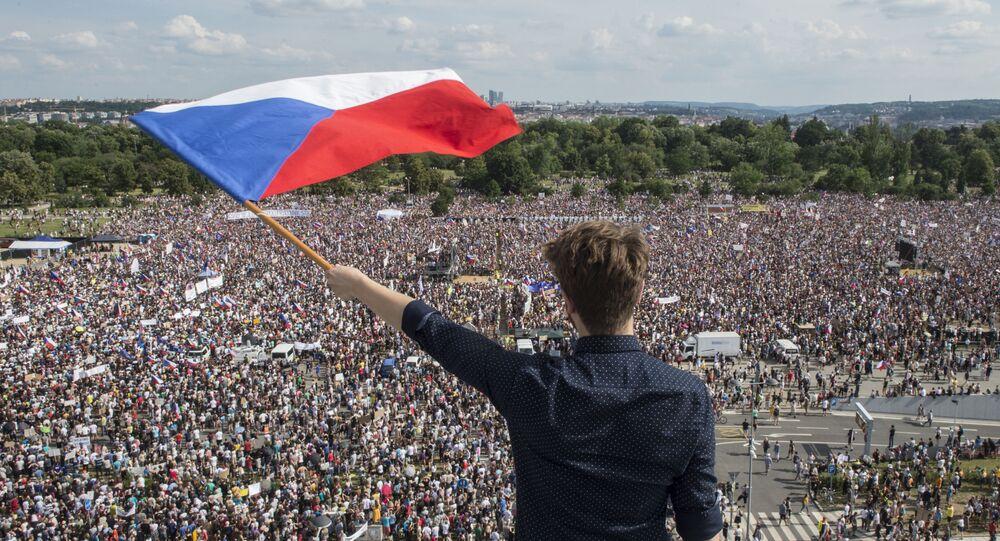 Protestní akce proti premiérovi Andreji Babišovi v Praze na Letné, 23. června 2019