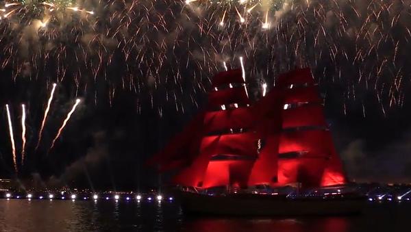 Kam plyne dětství? Největší barevný svátek v ruském Petrohradu navštívilo 1,4 milionu lidí (VIDEO)  - Sputnik Česká republika
