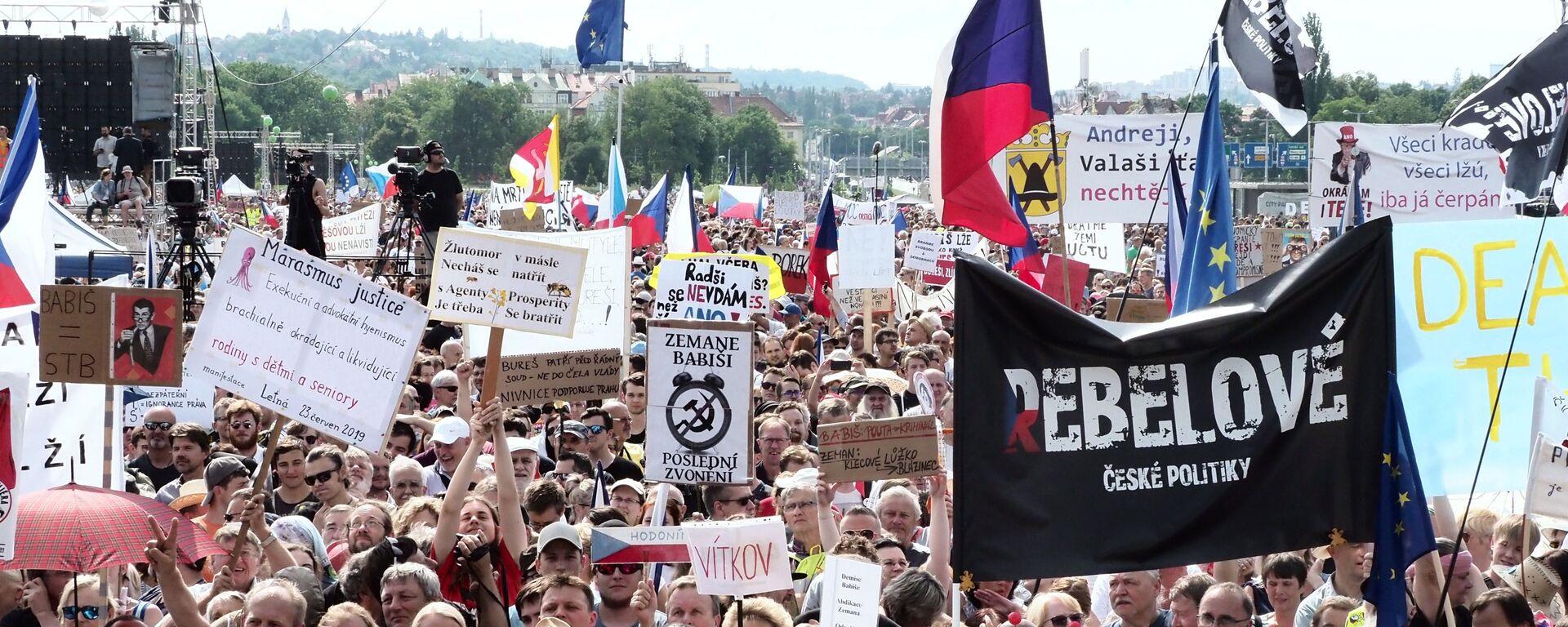 Protestní akce proti premiérovi Andreji Babišovi v Praze na Letné, 23. června 2019 - Sputnik Česká republika, 1920, 17.07.2021