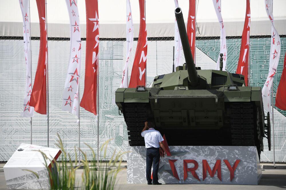 Tank T-14 Armata na Mezinárodním vojensko-technickém fóru Army 2019.
