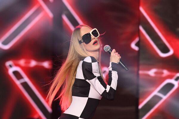 Ruská zpěvačka Natalja Čisťakovová-Ionovová (Gluk'oZa) vystupuje během finále 25. ročníku soutěže Krása Ruska. - Sputnik Česká republika