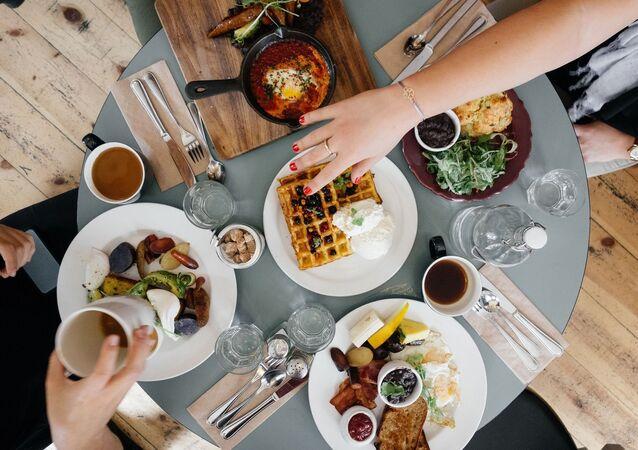 Má být snídaně bohatá na kalorie?