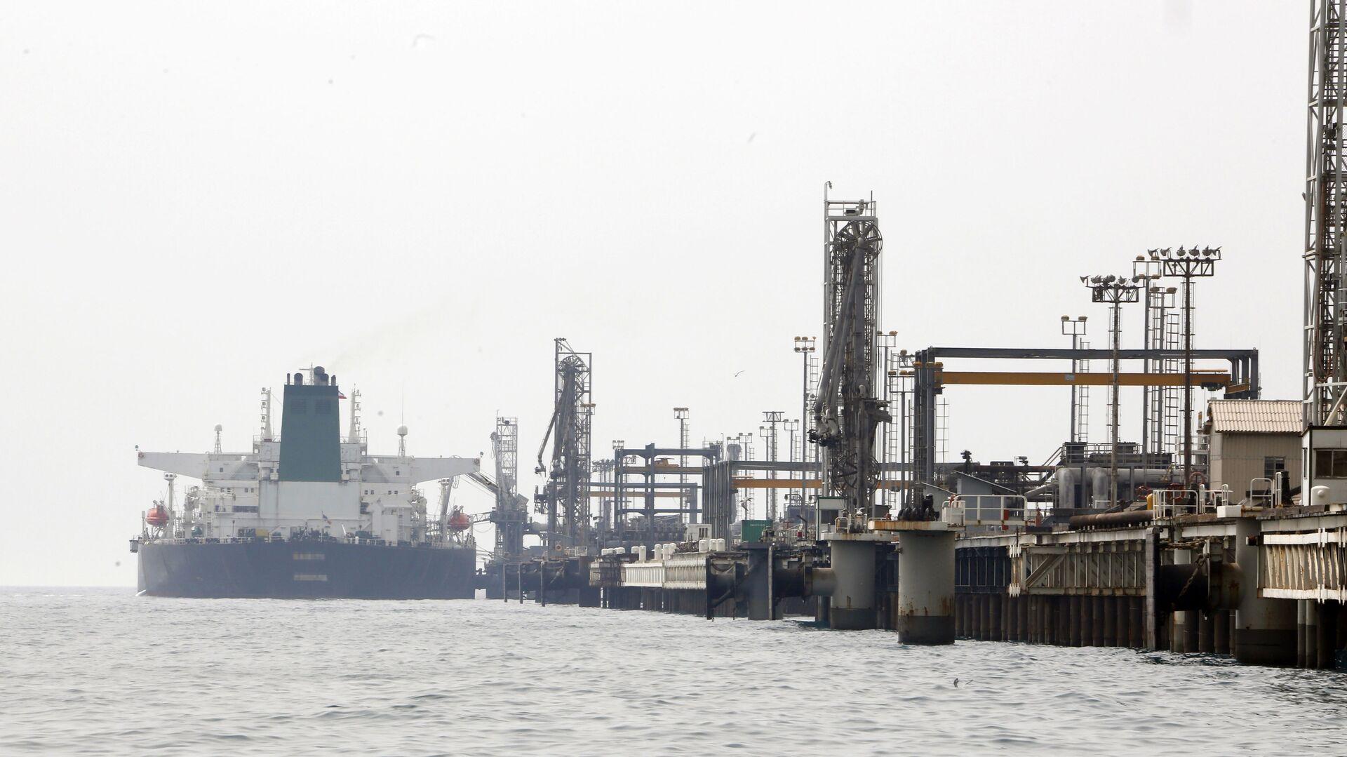 Íránský ropný tanker u ostrova Chark v Perském zálivu - Sputnik Česká republika, 1920, 05.07.2021
