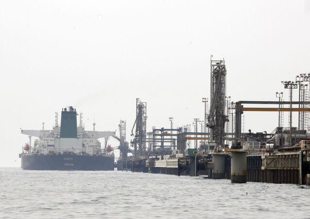 Íránský ropný tanker u ostrova Chark v Perském zálivu