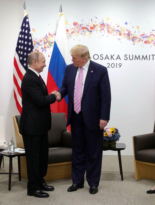 Setkání ruského prezidenta Vladimira Putina a amerického lídra Donalda Trumpa na okraji summitu G20 v Ósace. - Sputnik Česká republika