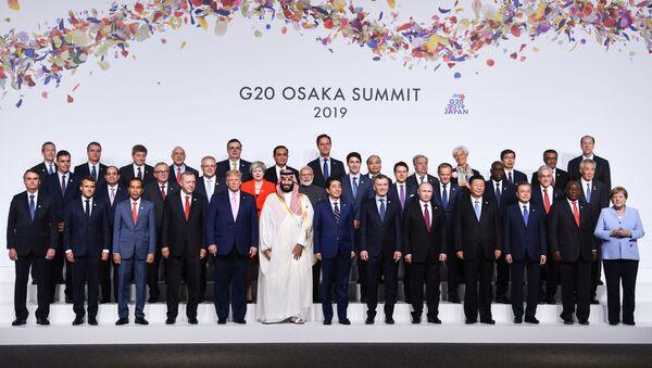 Společná fotografie lídrů zemí, kteří se zúčastnili summitu G20 v Ósace. - Sputnik Česká republika