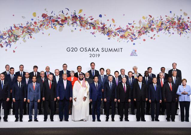 Společná fotografie lídrů zemí, kteří se zúčastnili summitu G20 v Ósace.