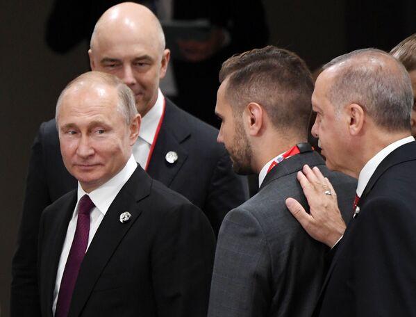 Ruský prezident Vladimir Putin a turecký lídr Recep Tayyip Erdogan na okraji summitu G20 v Ósace. - Sputnik Česká republika