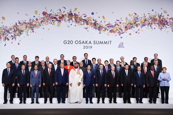 Společná fotografie lídrů zemí na summitu G20 v Ósace. - Sputnik Česká republika
