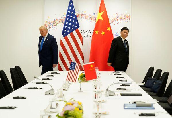 Americký prezident Donald Trump a čínský lídr Si Ťin-pching na summitu G20 v Ósace. - Sputnik Česká republika