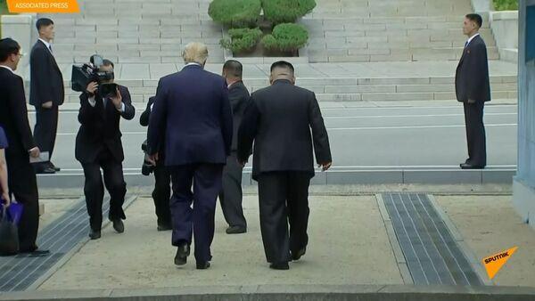 Setkání Donalda trumpa a Kim Čong-una  v demilitarizované zóně mezi Severní a Jižní Koreou - Sputnik Česká republika