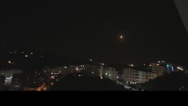 Snímek z videa raketového útoku na Damašek - Sputnik Česká republika